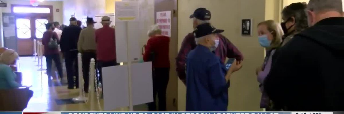 DeSoto County residents line up cast in-person absentee ballot