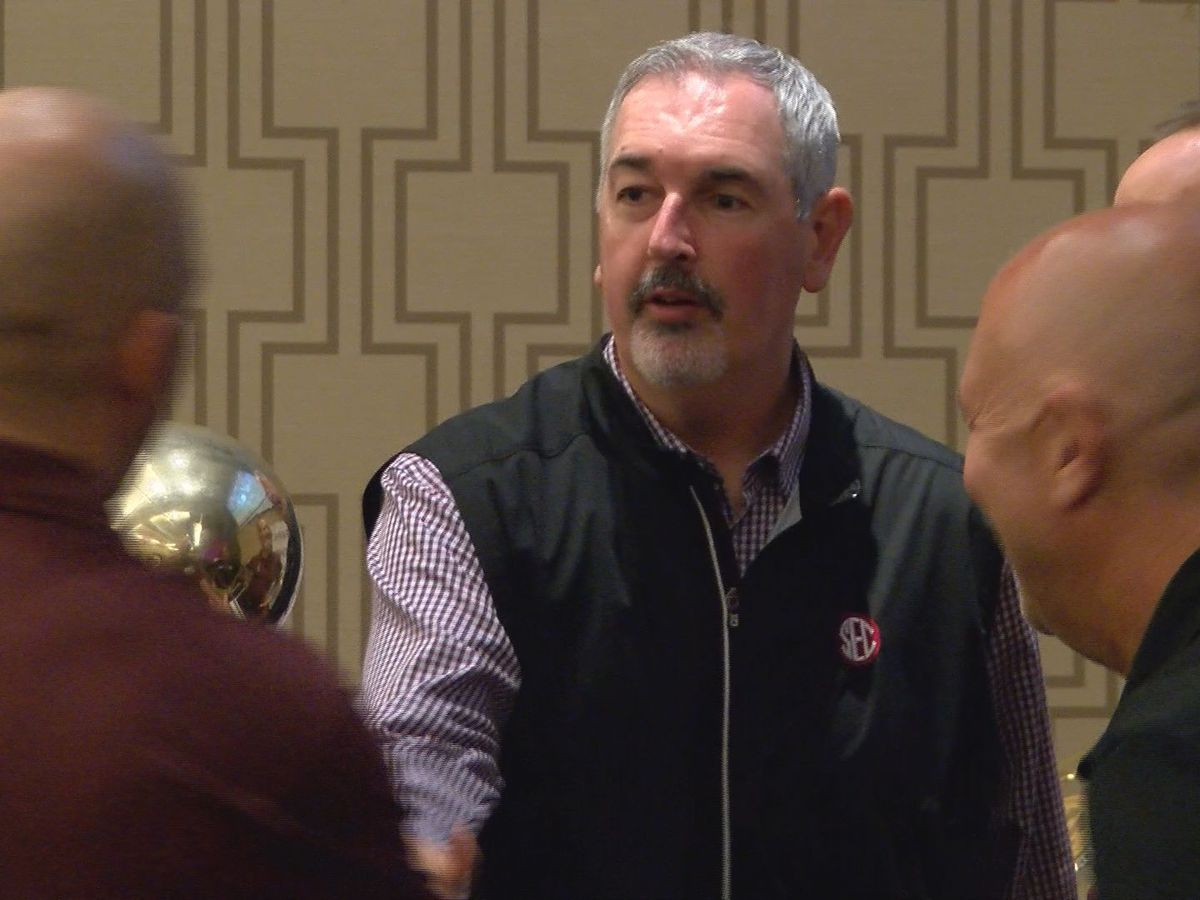 Football coach Joe Moorhead signs four-year extension with Mississippi State