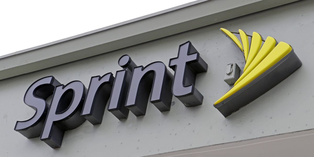Democrats question pledges in $26.5B T-Mobile-Sprint deal