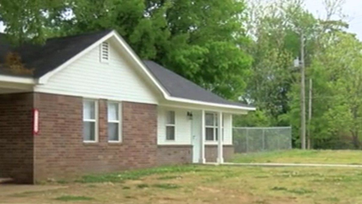 Church rebuilds home destroyed in fire for South Memphis matriarch