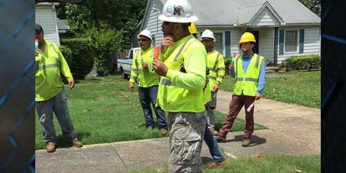 Residents give free popsicles to MLGW workers, citizens, cleaning crews