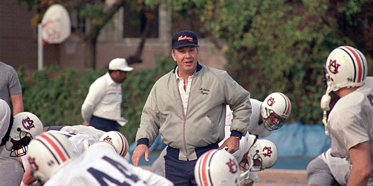 Legendary Auburn coach Pat Dye dies at age 80