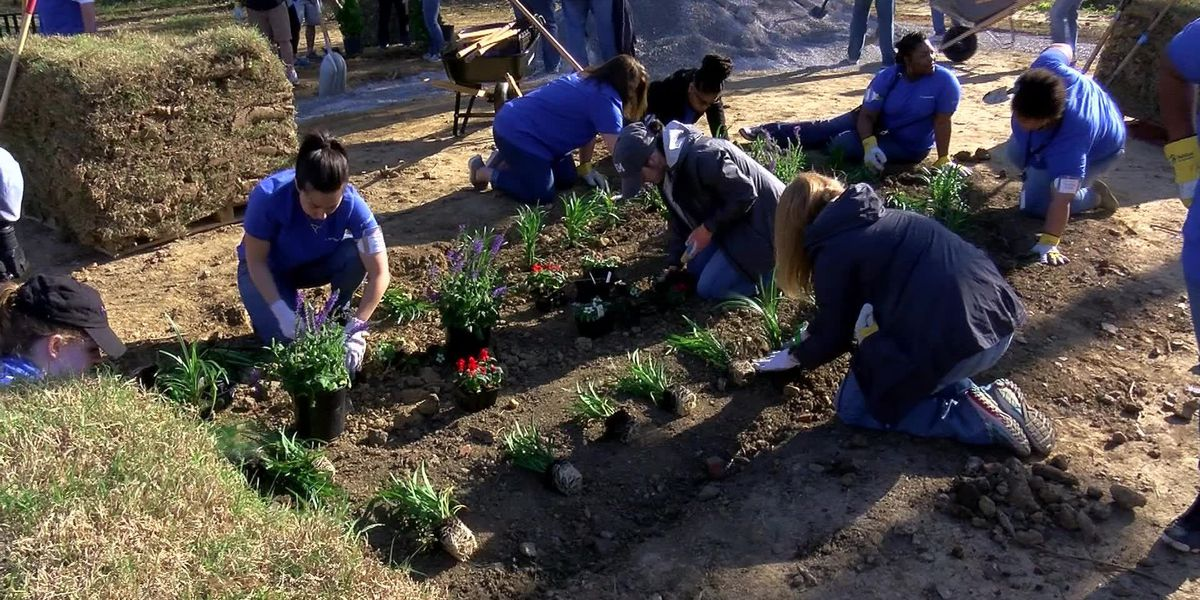 ServiceMaster employees beautify South Memphis