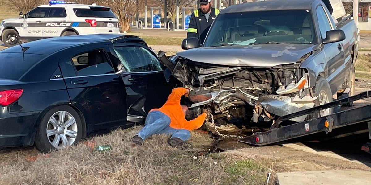 1 dead after head-on collision reported in Truman, Arkansas