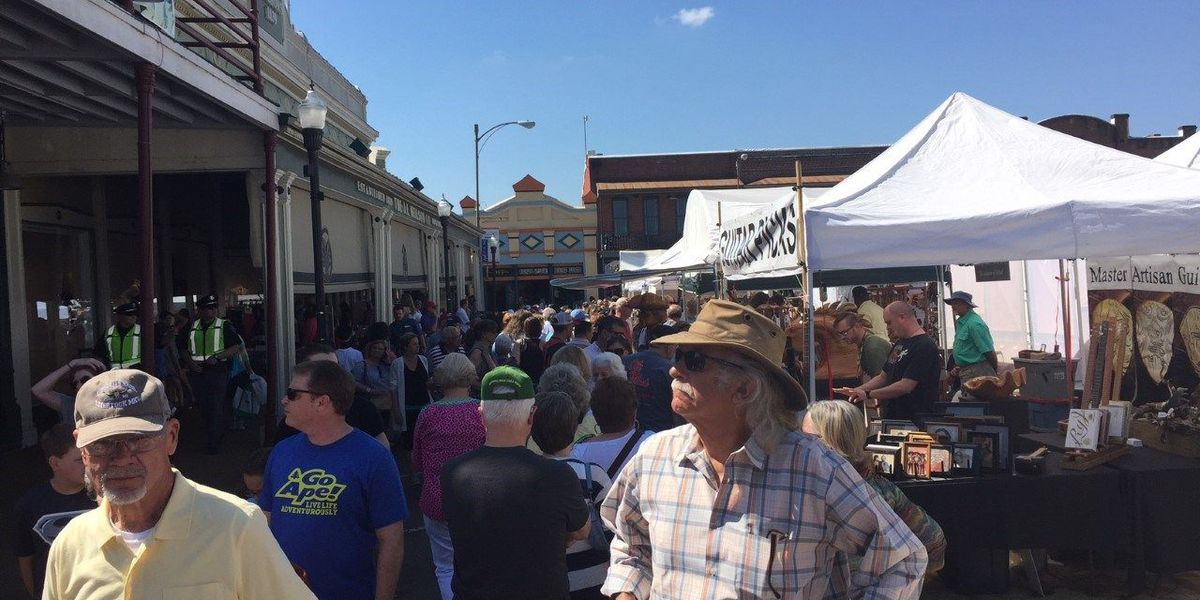 Oxford Square begins shutting down for Double Decker Arts Festival
