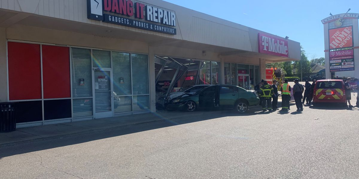 Cars crash into midtown Memphis cellphone store