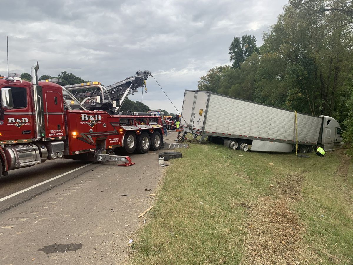 Tractor-trailer crash shuts down section of I-55 heading southbound