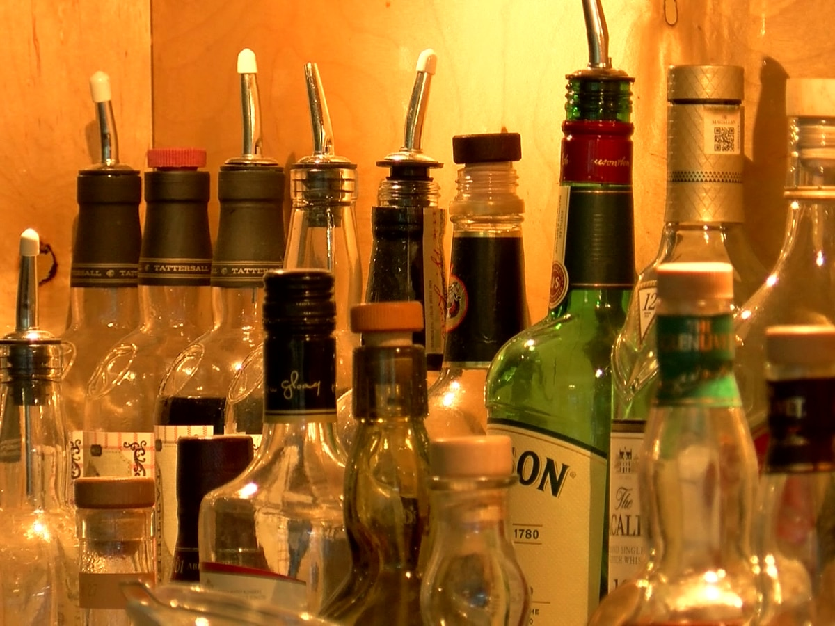 SCHD says limited-service restaurants, bars that don't follow restrictions risk losing liquor licenses
