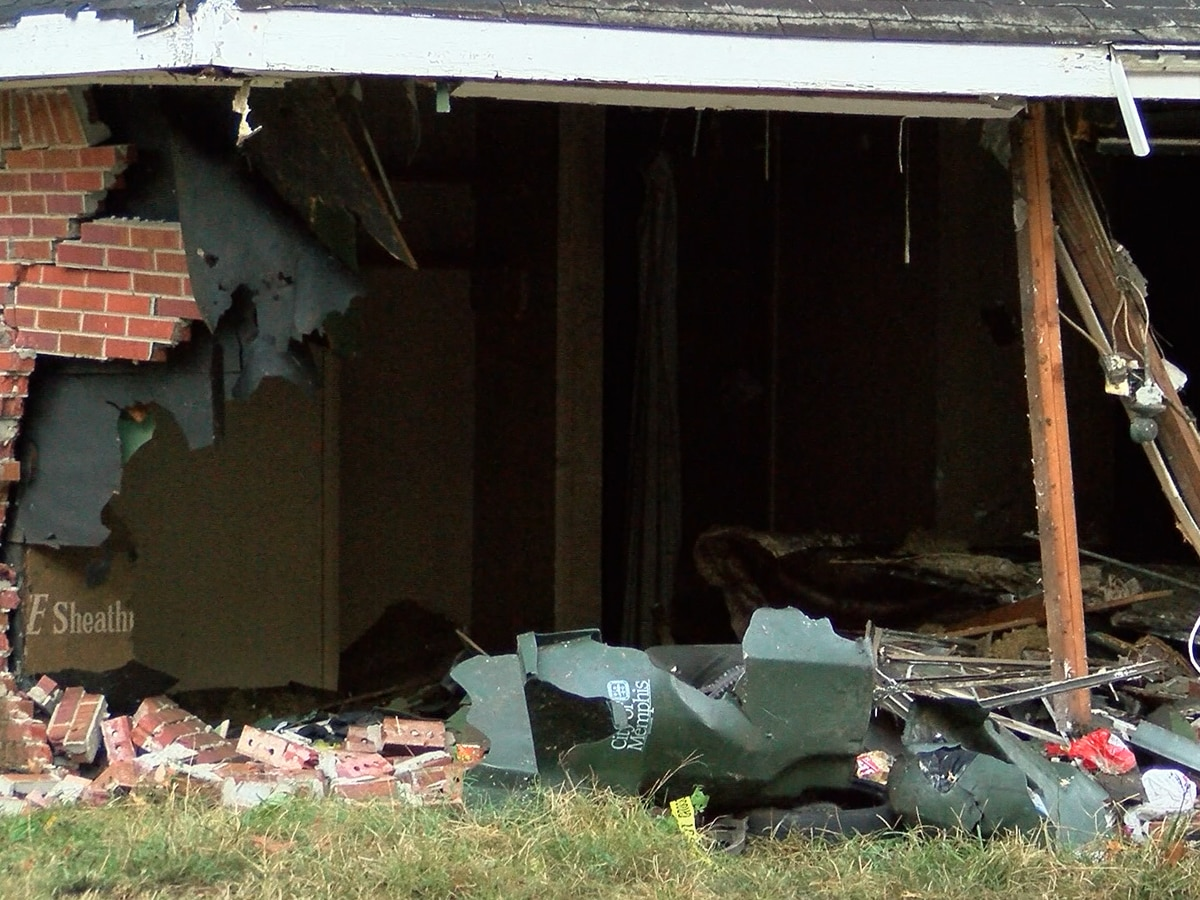 MPD: Driver hits 2 homes, dies after wreck in Orange Mound