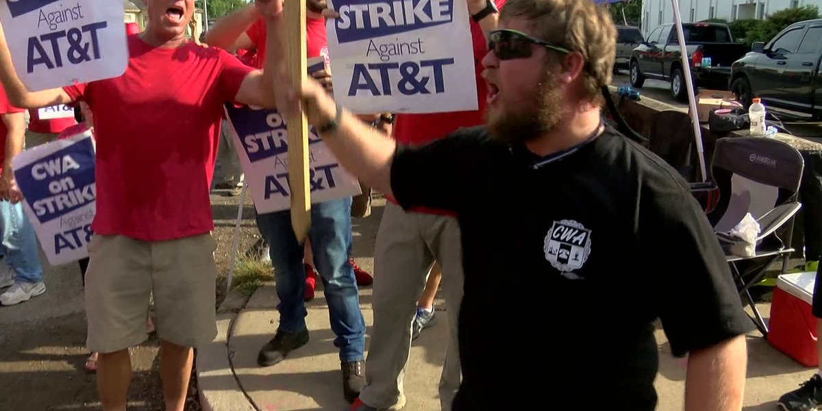 AT&T workers protest unfair labor practices against management