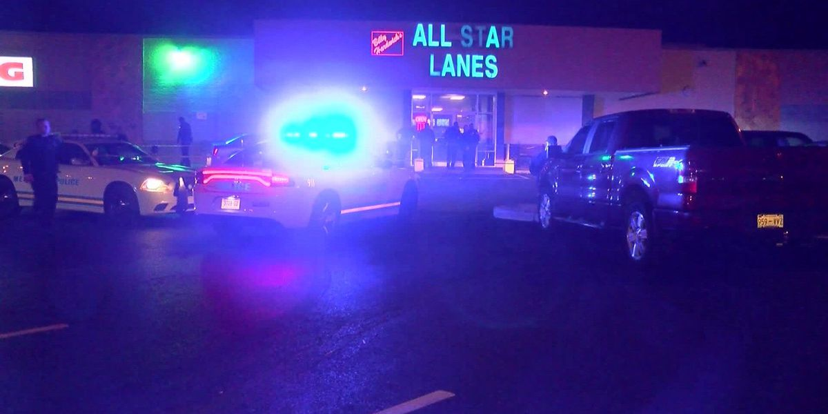 3 shot at busy Memphis bowling alley