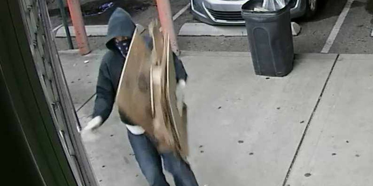 MPD searching for man who robbed 2 businesses at knife-point on July 4