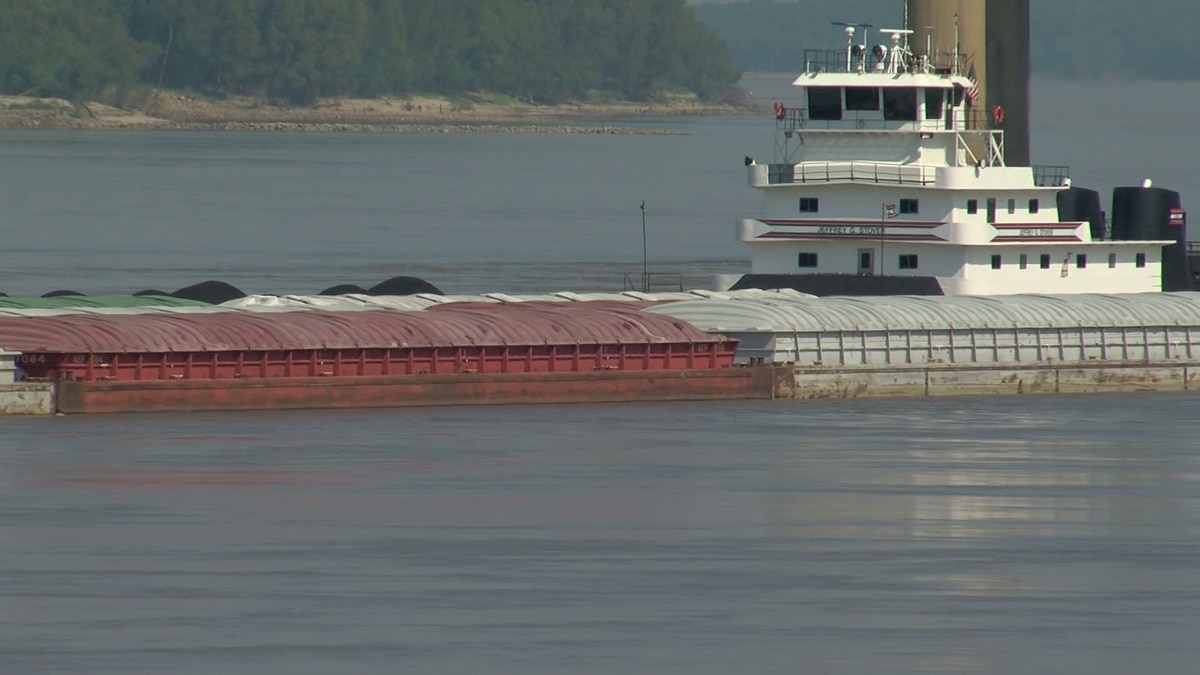 Low river level causes traffic issues South of Memphis