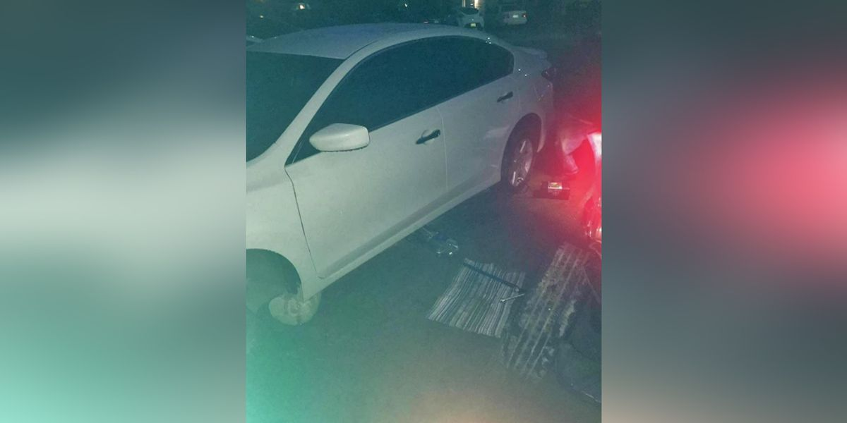 Wheels stolen from multiple cars at East Memphis apartment complex