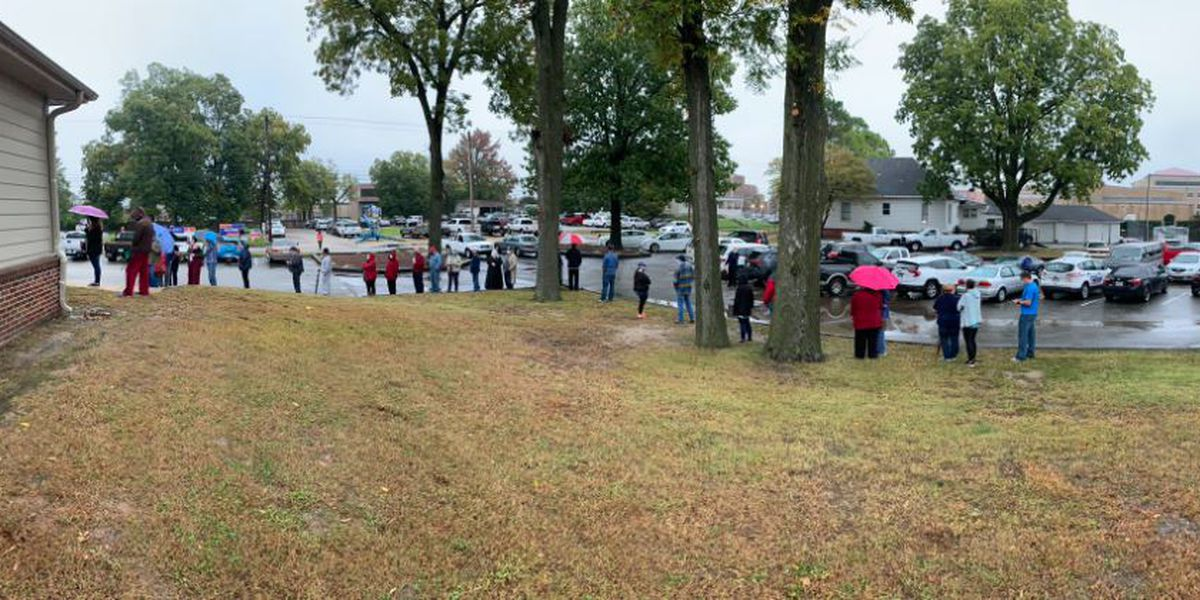 Long lines kick off early voting in Arkansas