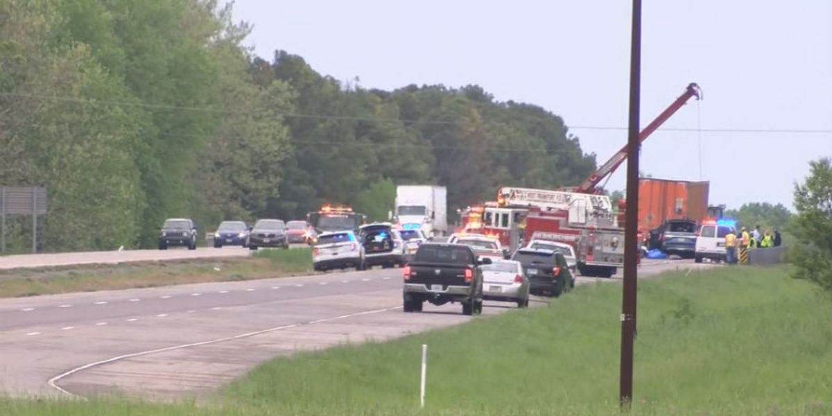 Identities released of 5 killed, 1 survivor in I-57 crash in southern Illinois