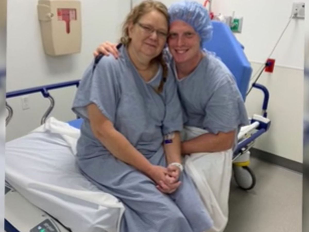 Tennessee Navy corpsman saves mother's life with live liver transplant