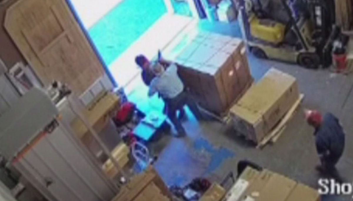 'He wasn't having a good day': Man cleverly wrestles ...