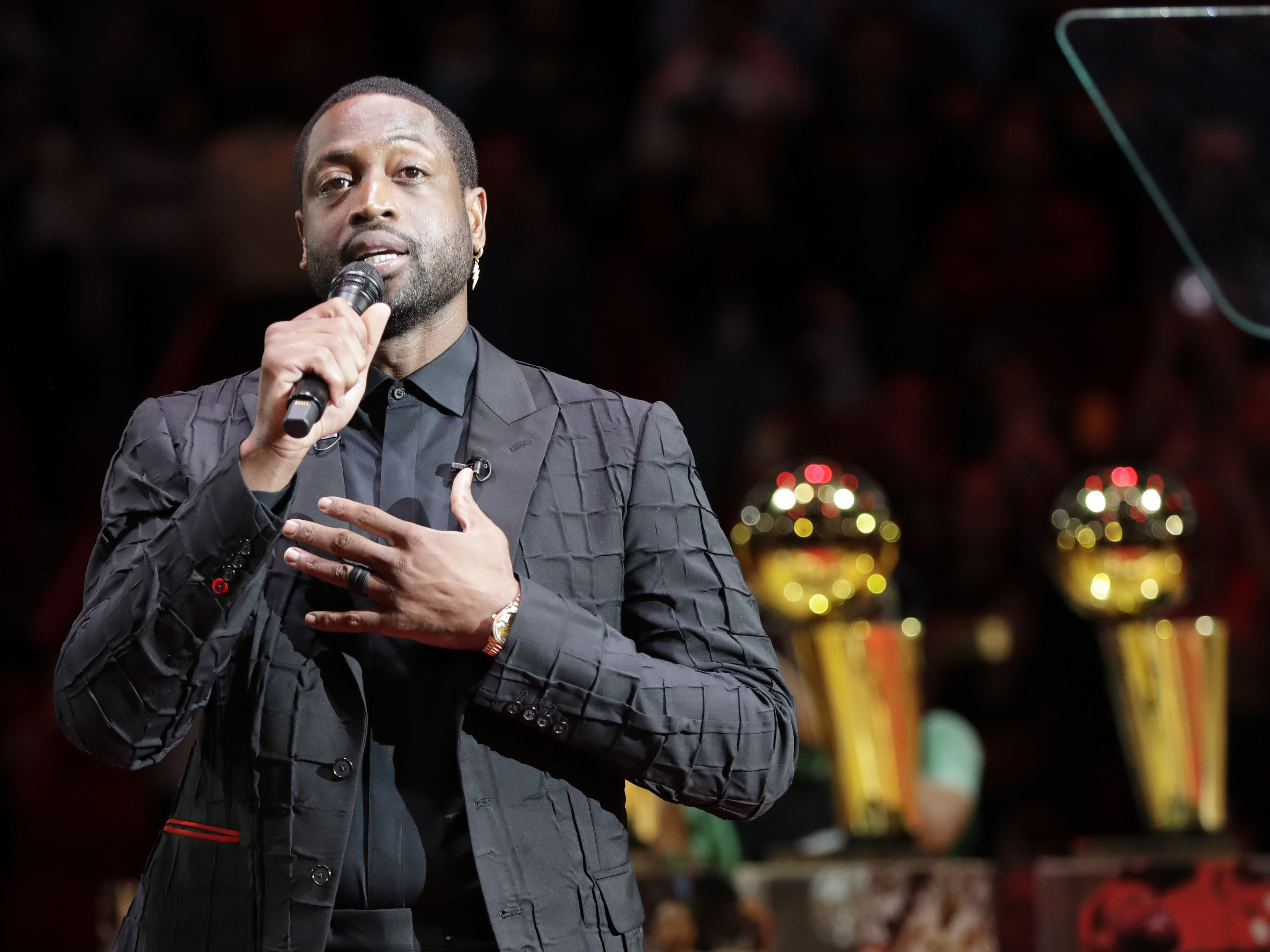 Heat rout Cavs 124-105 as Wade is honored at halftime
