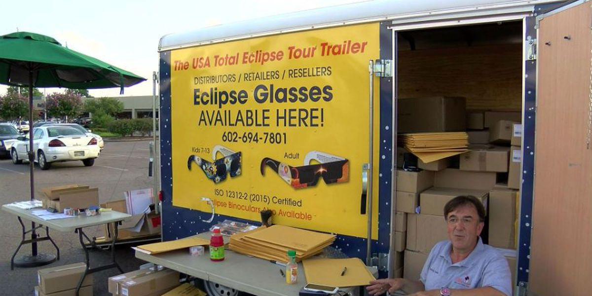 Man with solar eclipse glasses finds a hot market in Memphis