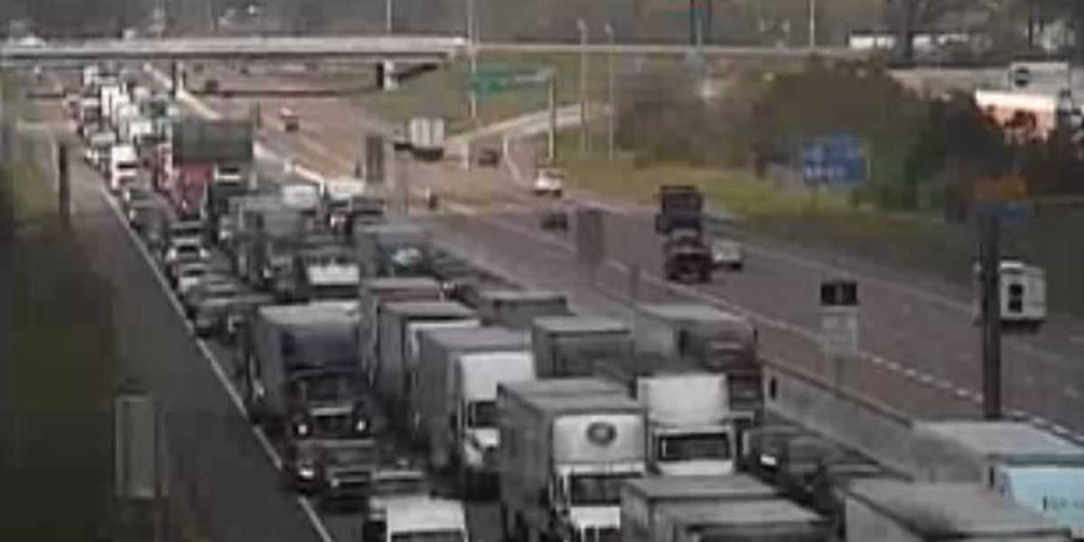 I-40 briefly shut down when power lines fell on vehicles