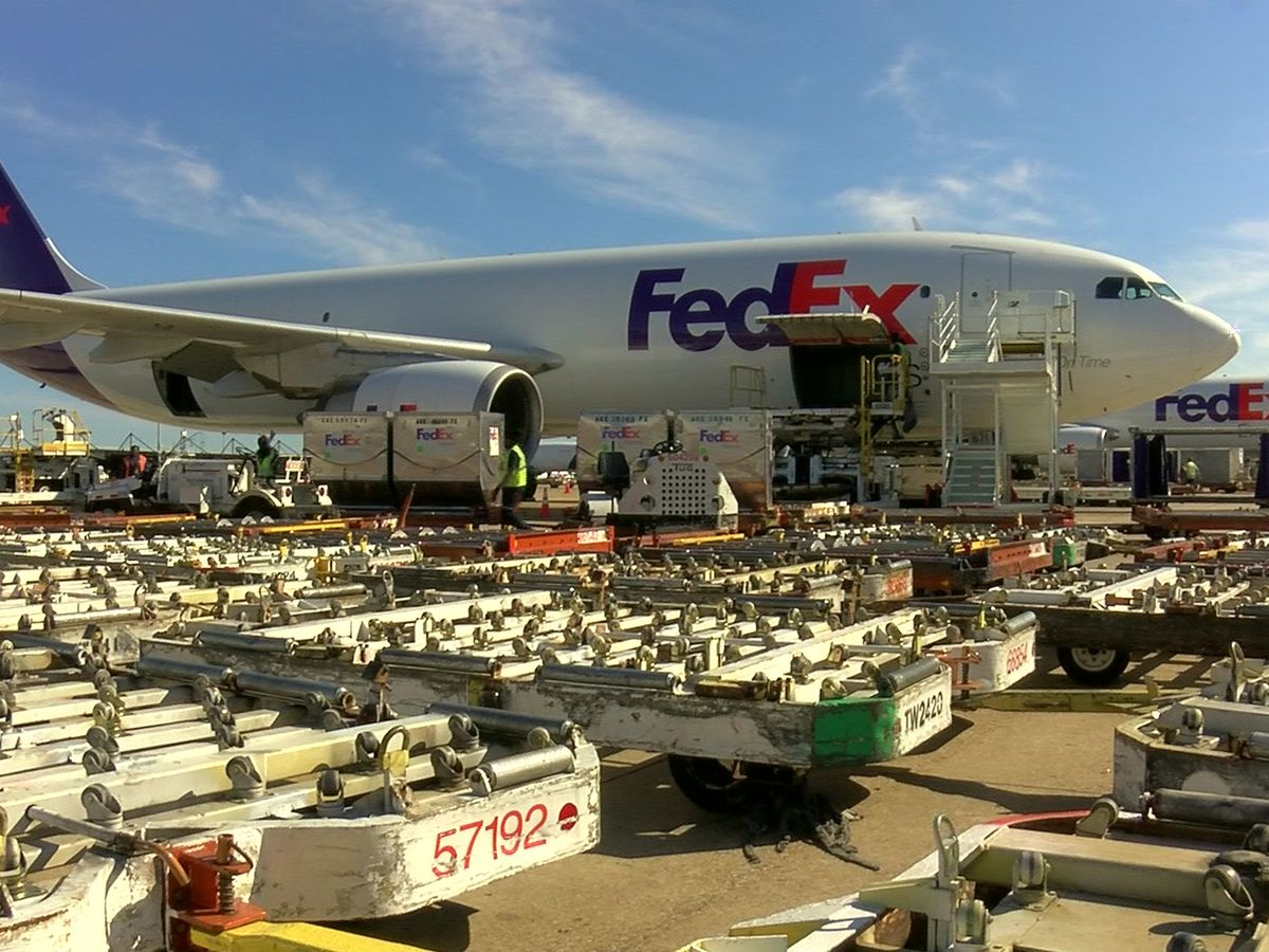 FedEx looks to mitigate cost amid slowed international business