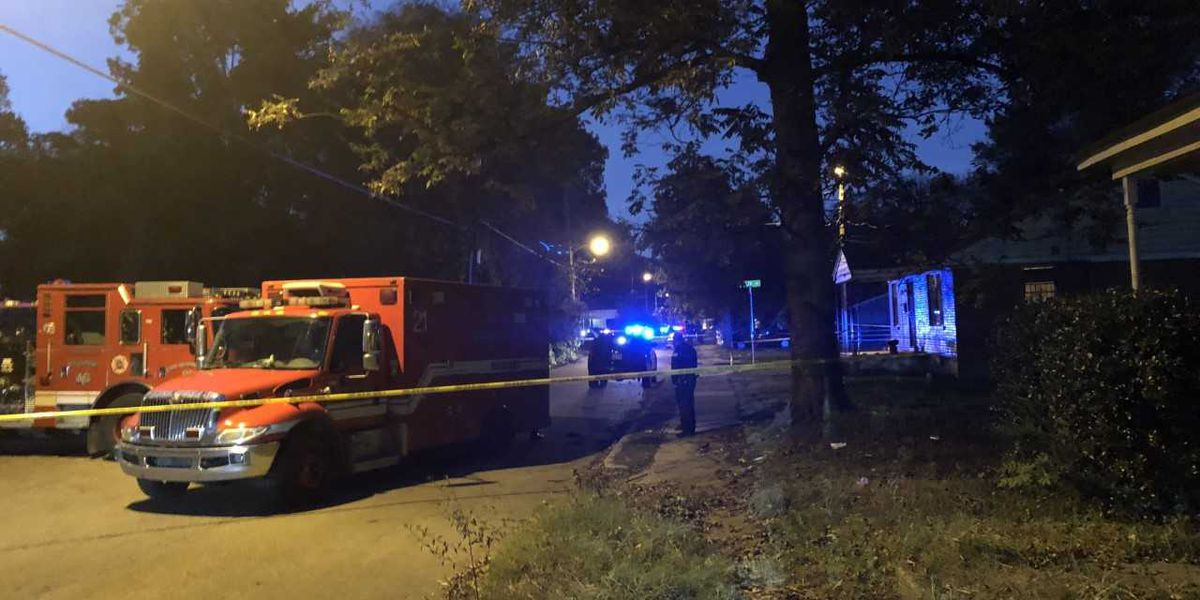 Neighbors evacuated as SWAT responds to barricade at central Memphis home