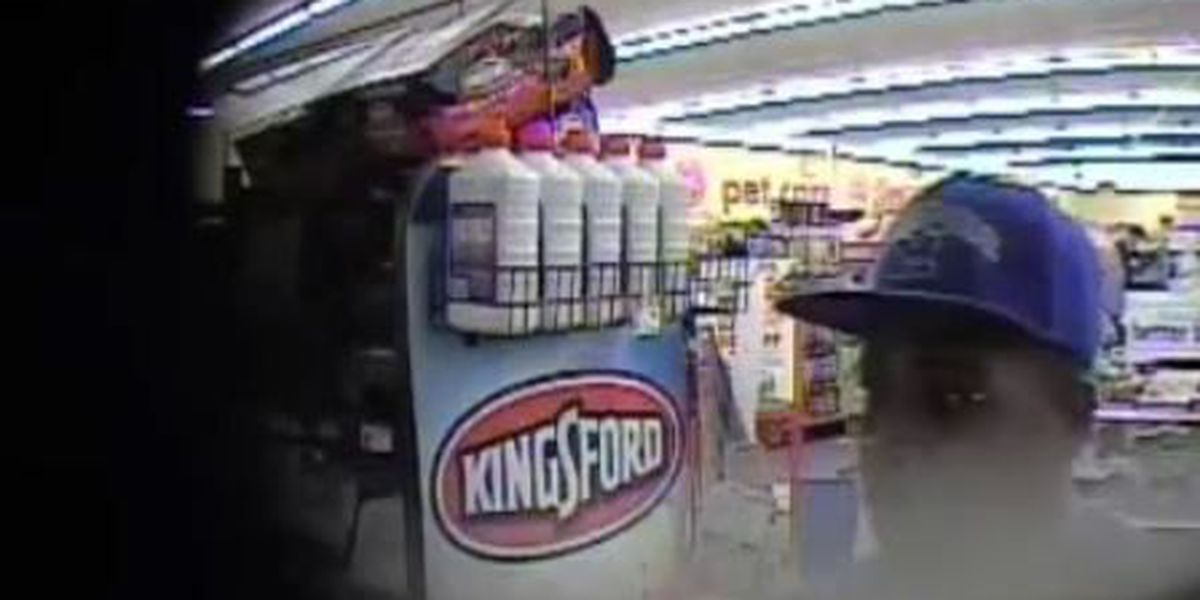 Man points gun at cashier, runs out of store before taking money