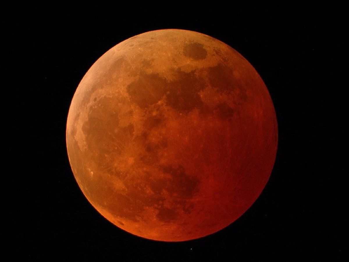 Breakdown: How you can see a total lunar eclipse this month