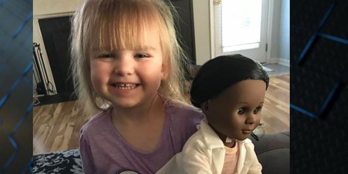 'She's a doctor like me': Young girl defends doll choice to cashier