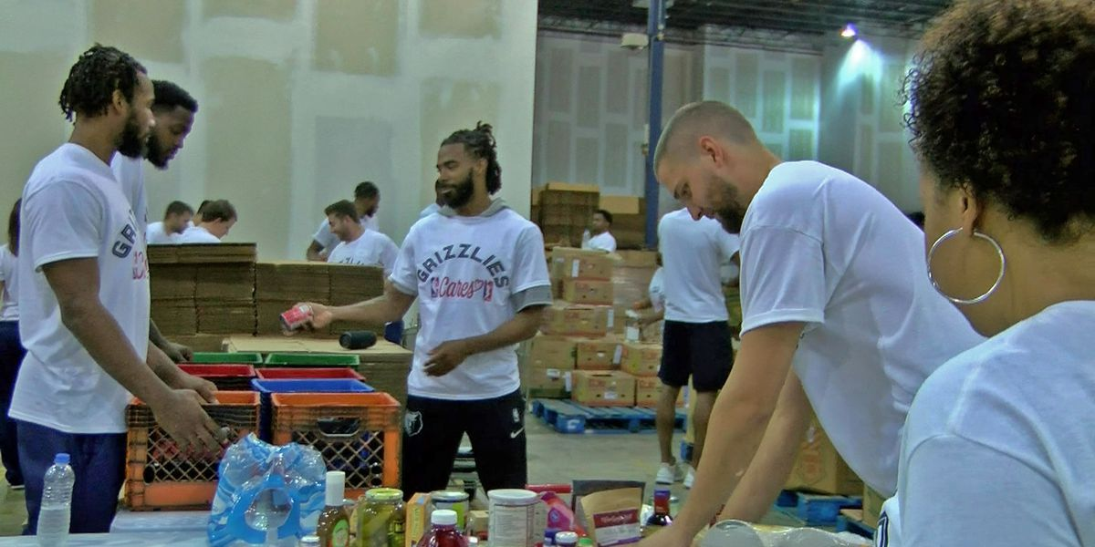 Memphis Grizzlies volunteer at Mid-South Food Bank