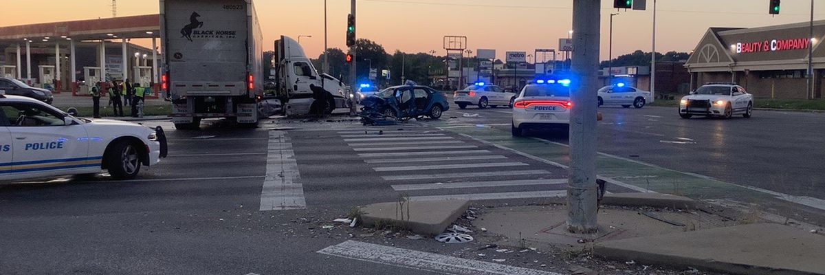 MPD: Shots fired before crash near Parkway Village, 1 in critical condition