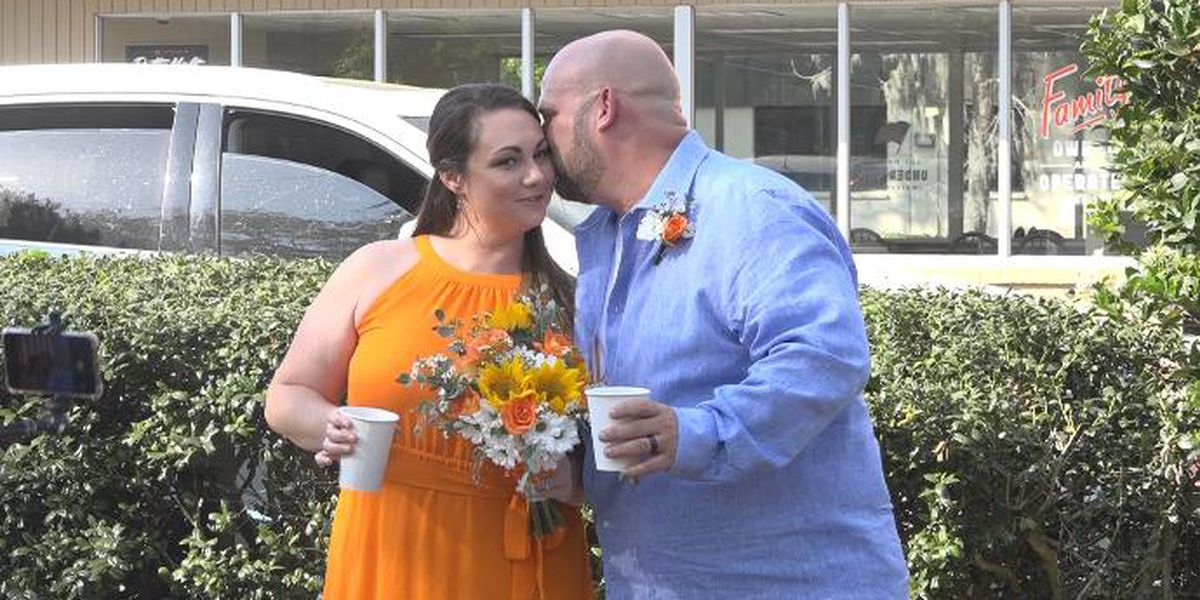 Whatawedding: Florida couple gets married in front of favorite restaurant