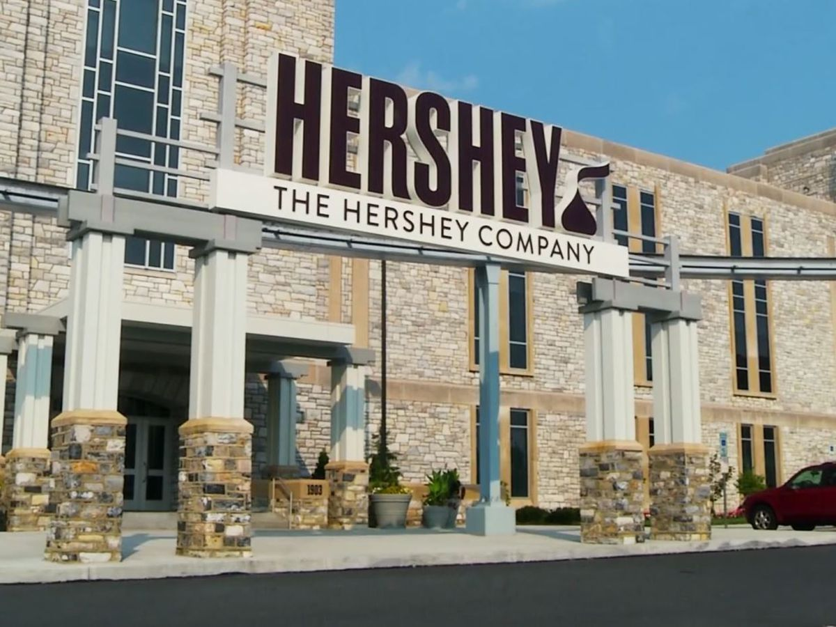 Hershey to redesign classic chocolate bar