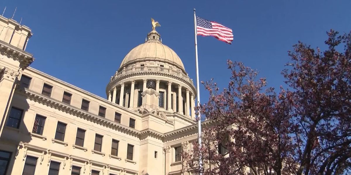 Teacher pay bill clears first step in Miss. Senate
