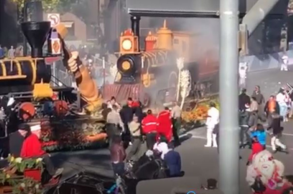 Float Catches Fire At Rose Parade No One Hurt