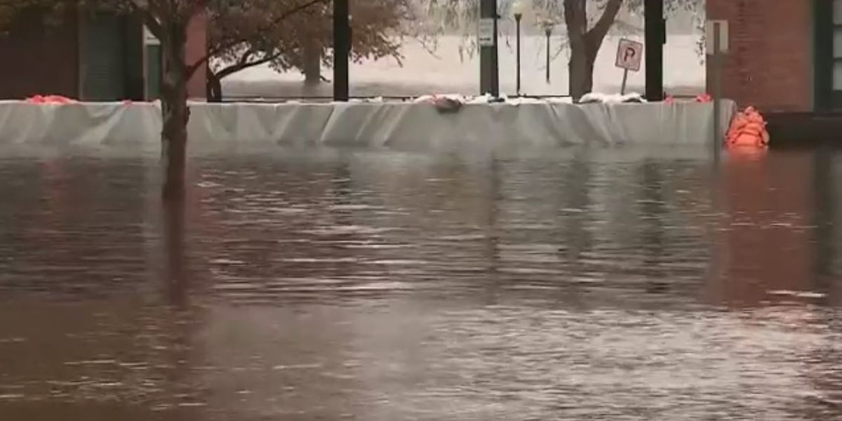 Mississippi River floods Iowa's 3rd largest city
