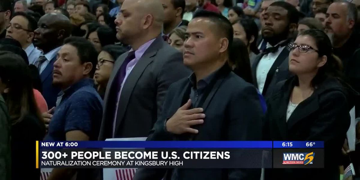 More than 300 people become U.S. citizens at naturalization ceremony