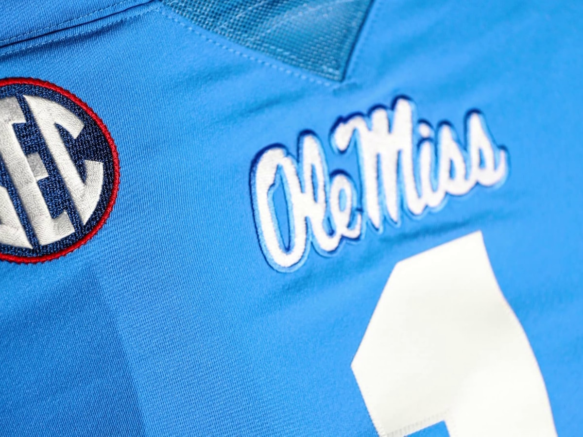 Rebels to rock the throwbacks vs Gators