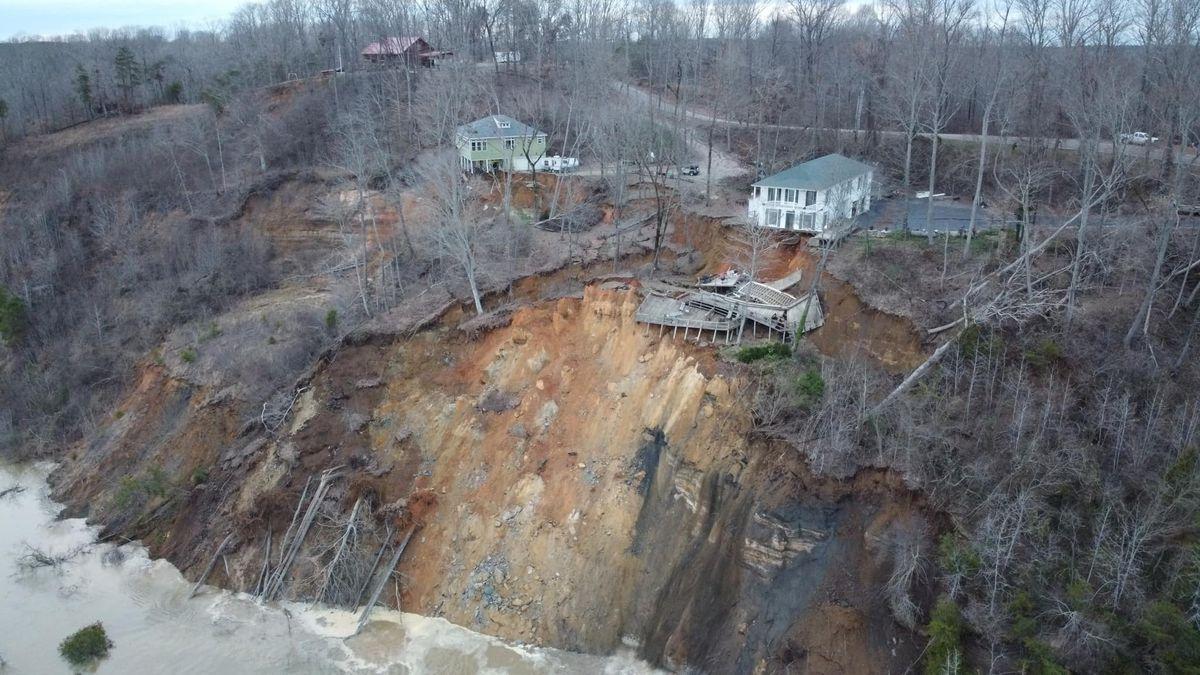 2 homes collapse in Hardin Co. landslide, plunge into Tennesee river