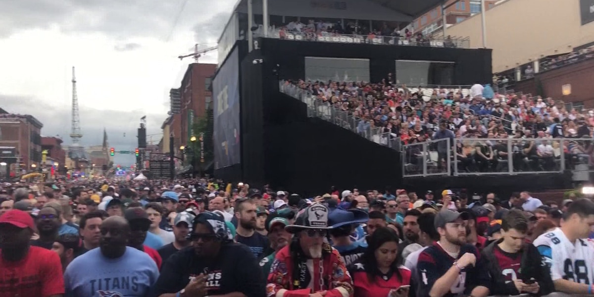 200,000 attend first night of NFL Draft