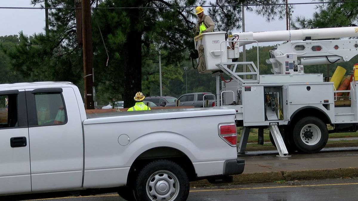Utility crews working to restore power following severe weather in the Mid-South