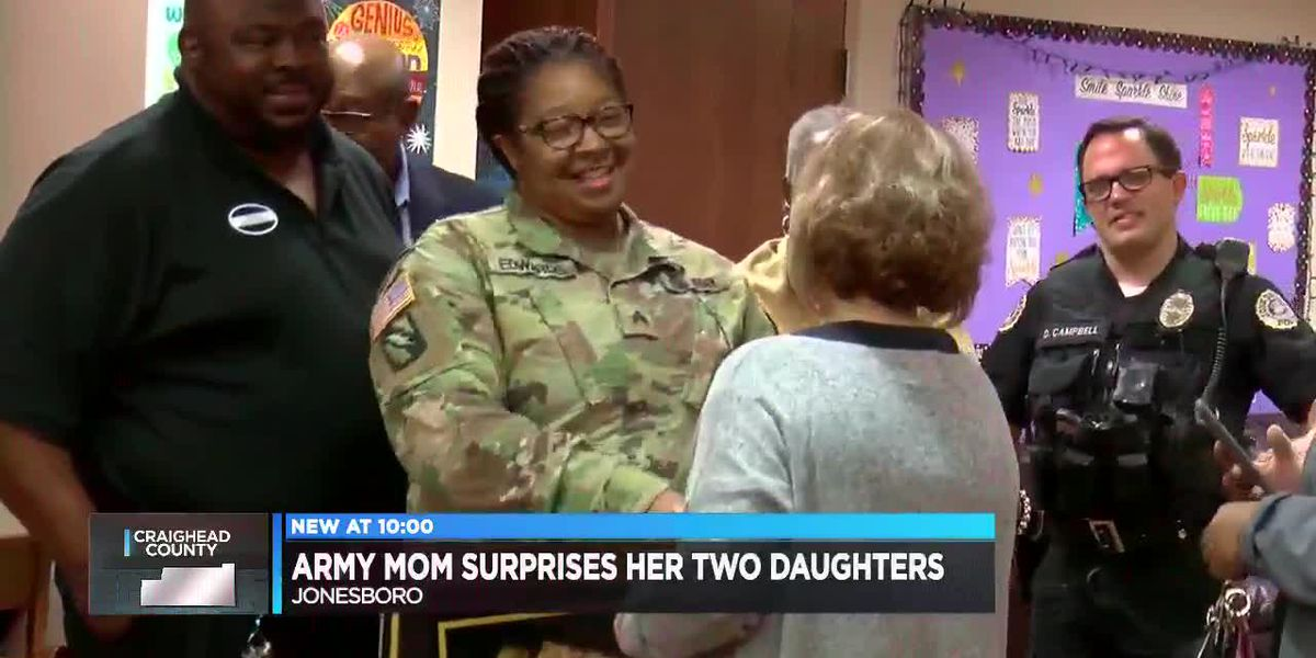 Army mom surprises her two daughters