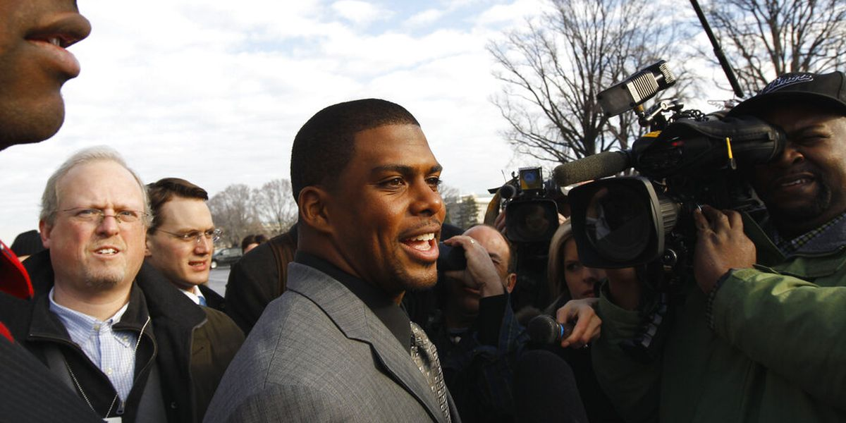Washington hires Wright as NFL's 1st Black team president