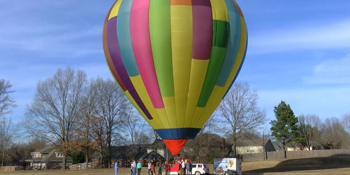 Santa's sleigh takes flight in Collierville with hot air balloon