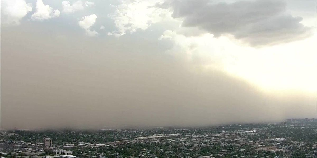 Wall of dust covers Phoenix during monsoon season