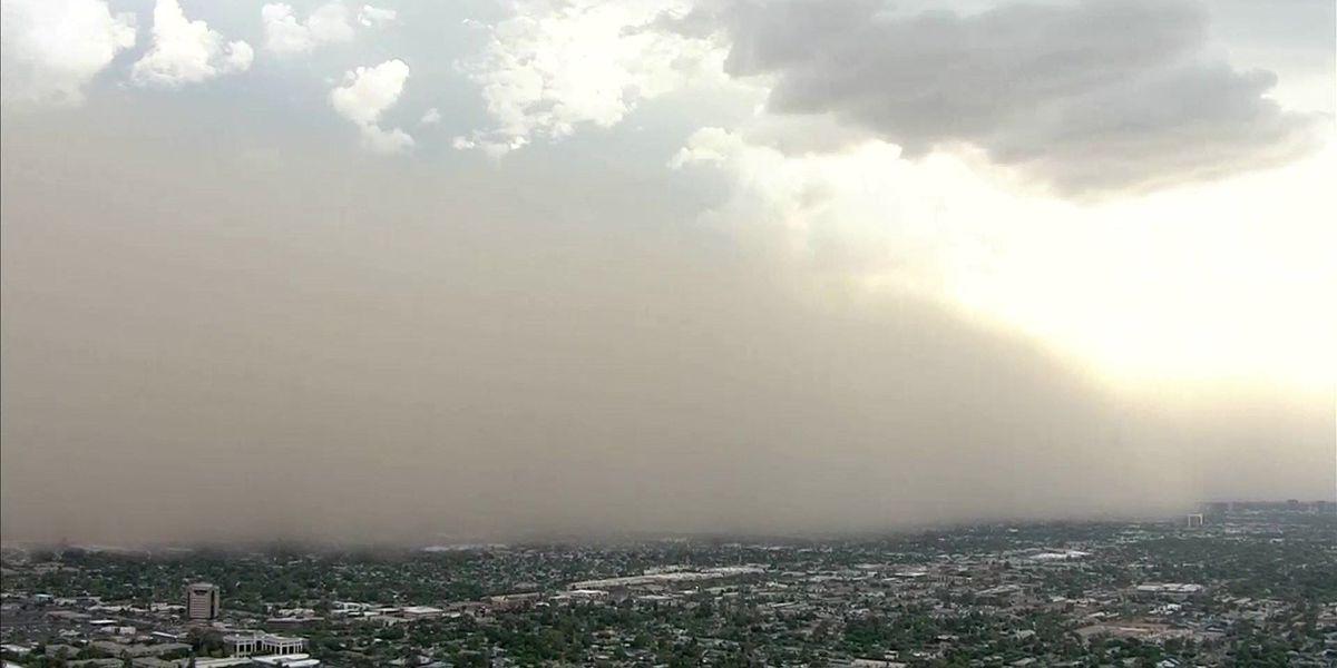Wall of dust covers Phoenix during monsoon season