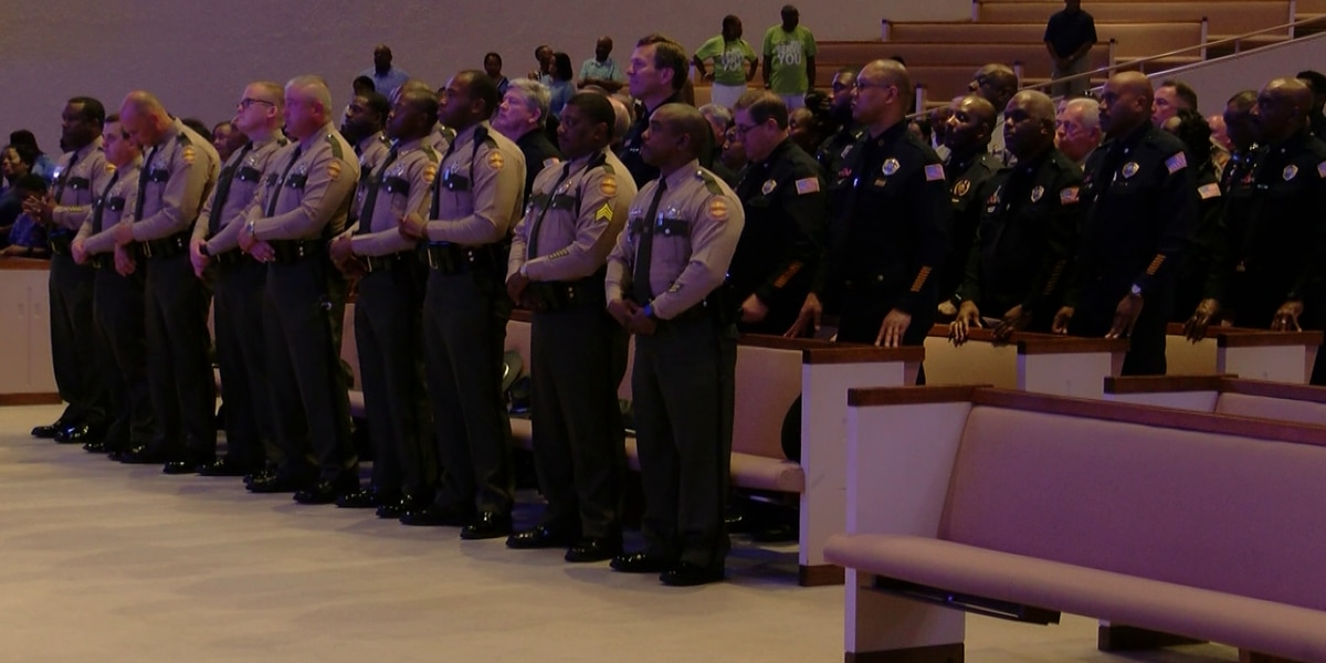 Church honors law enforcement on 'Blue Sunday'