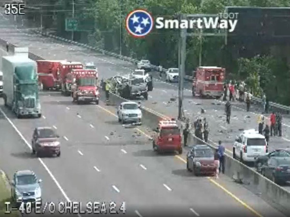 Multi-car crash shuts down lanes on I-40 in Shelby County