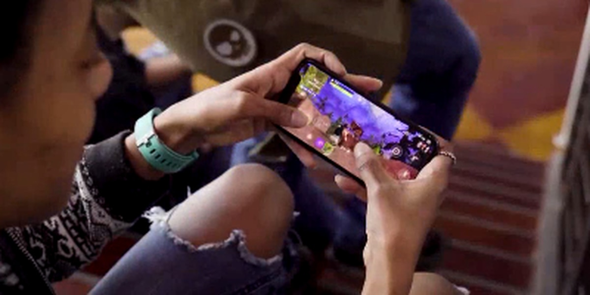 Parents aim to limit 'Fortnite' during school year